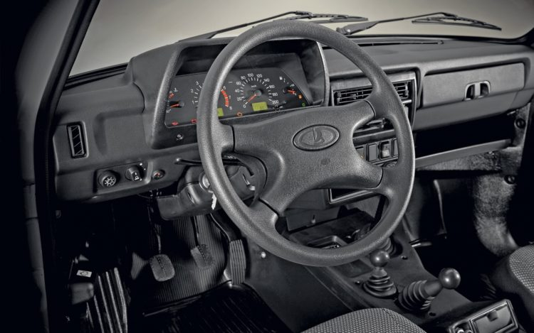 Lada 4x4 5-Türer Cockpit