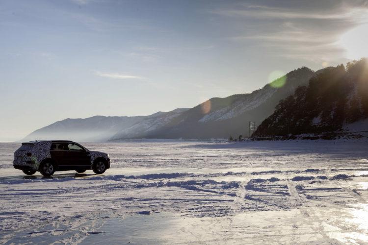 VW Touareg auf dem zugefrorenen Baikalsee