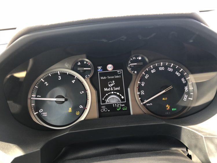 Das Cockpit des Toyota Land Cruiser