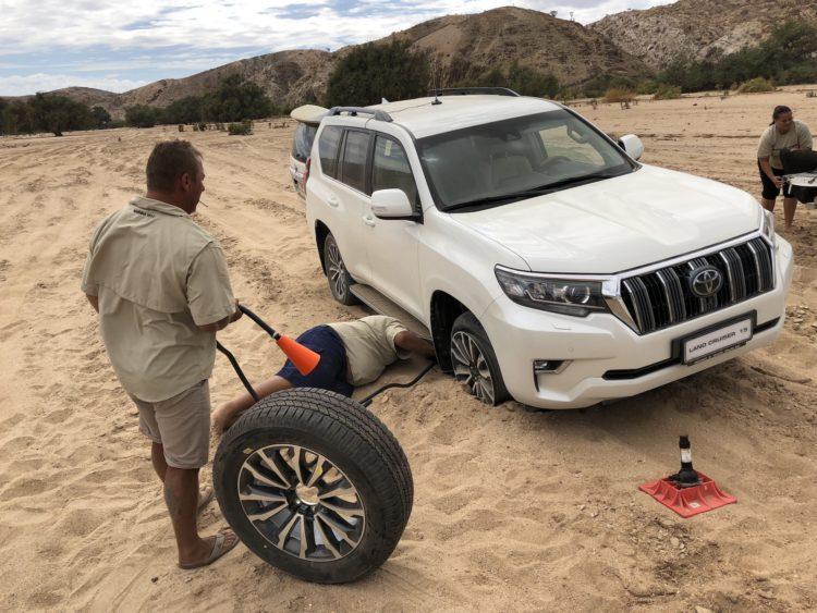 Toyota Land Cruiser mit Platten