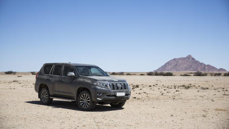Toyota Land Cruiser auf der Sandpiste