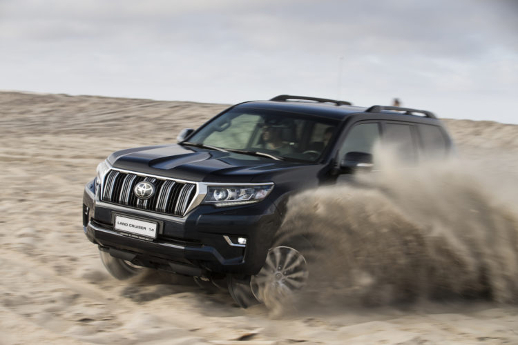 Toyota Land Cruiser im Sand