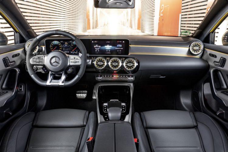 Mercedes-AMG A 35 4Matic Cockpit