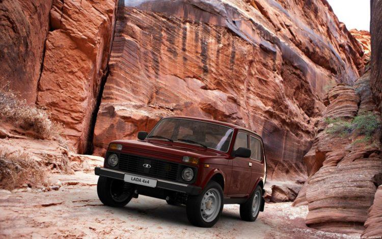 Lada 4x4 NIva Classic in der Wüste