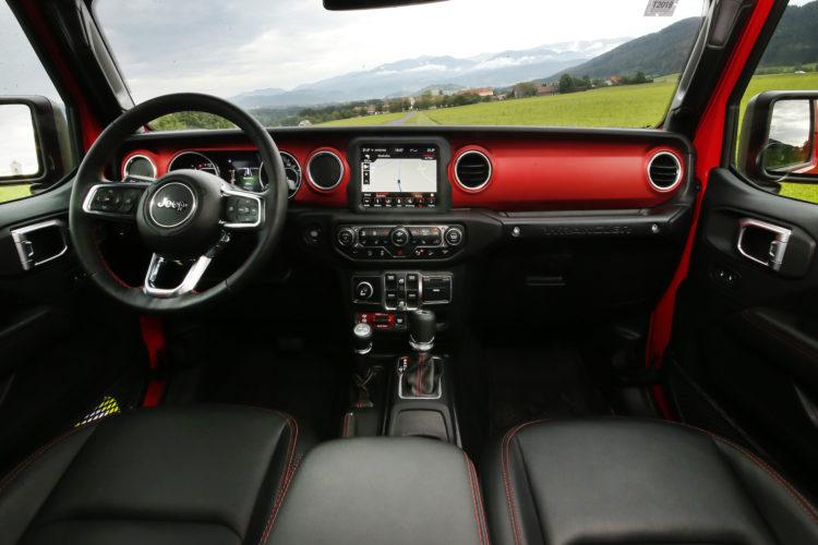 Jeep Wrangler JL Cockpit