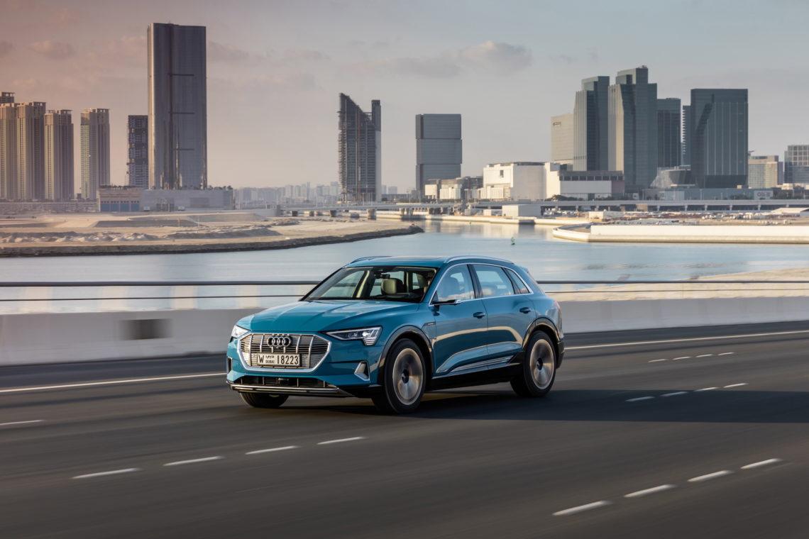 Audi e-tron: E-Testfahrt im Land der sprudelnden Ölquellen