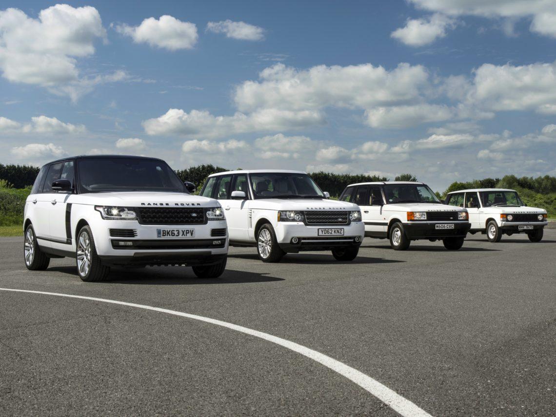 Alle vier Generationen des Range Rover fahren im Geburtstags-Korso