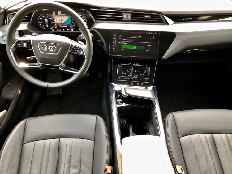Audi e-tron Cockpit Interior-Design, Touch-Displays