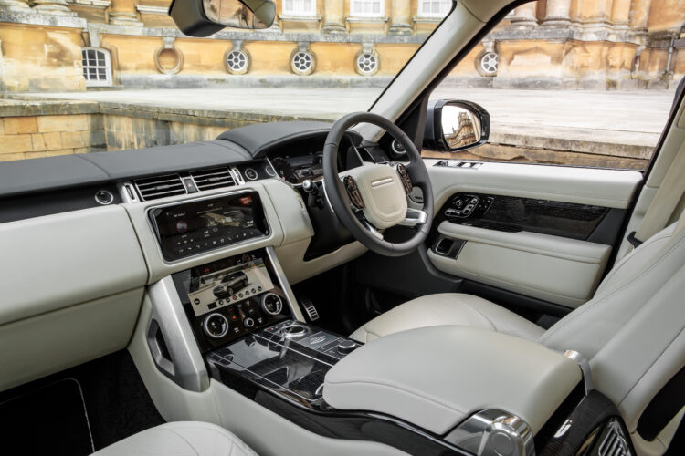 Range Rover P400e Autobiography