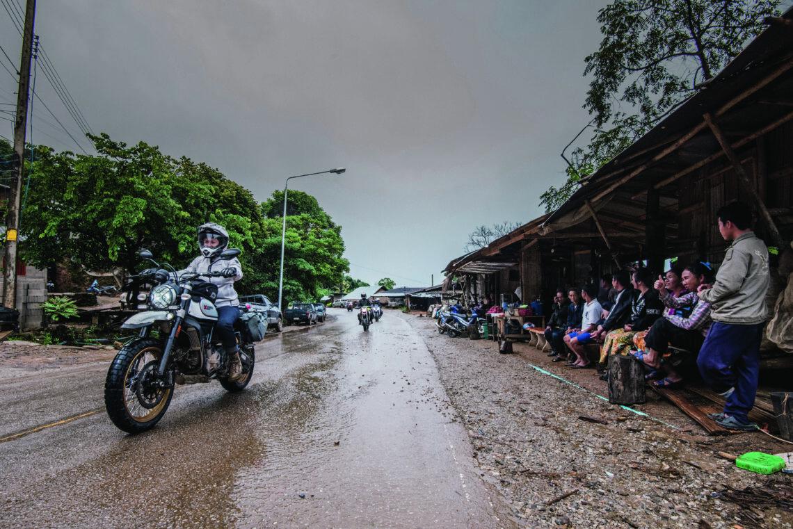 Aufregende Trails und glückliche Menschen in Thailand