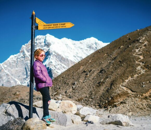 Eine Sechsjährige wandert zum Everest Base Camp 1