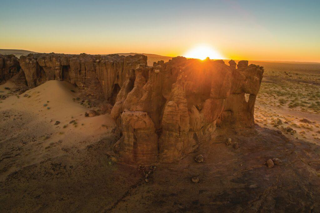 Ein Bild, das draußen, Natur, Sonnenuntergang, Tal enthält.  Automatisch generierte Beschreibung