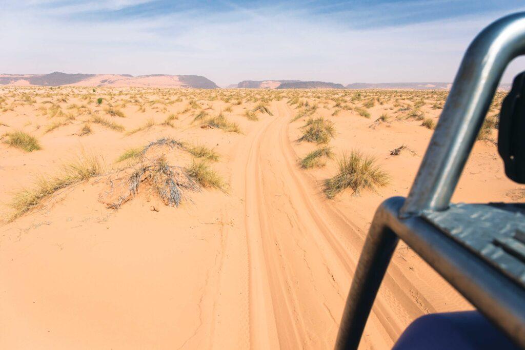 Ein Bild, das draußen, Wüste, Auto, Ansicht enthält.  Automatisch generierte Beschreibung