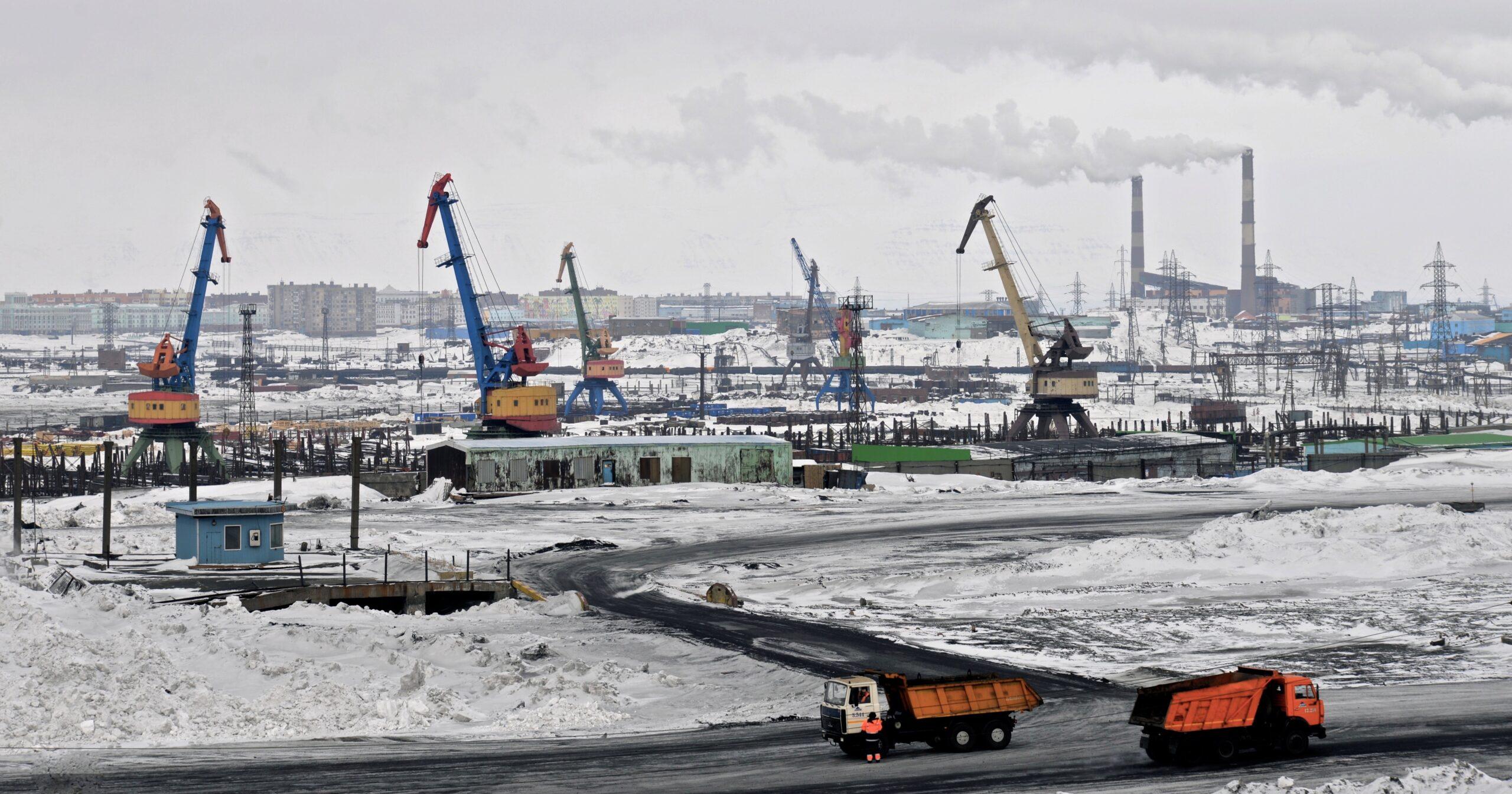 Norilsk. Die Nickelindustrie hat die Grossstadt immer noch fest in der Hand. Verschmutzung und ein Flair wie aus Sowjetzeiten sind die bleibenden Eindrücke.